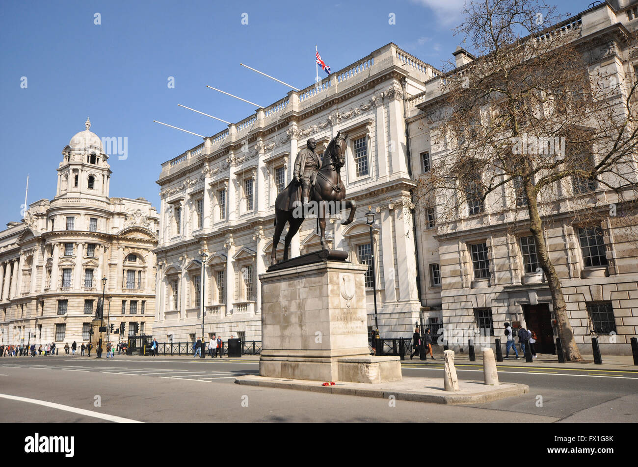whitehall-london-war-office-to-the-left-banqueting-house-centre-rear-FX1G8K.jpg
