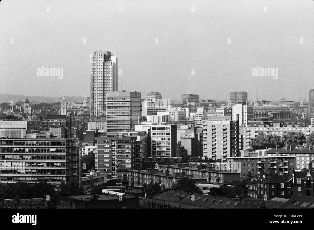 archival-image-of-london-city-skyline-from-elephant-and-castle-1979-FX6EW9.jpg