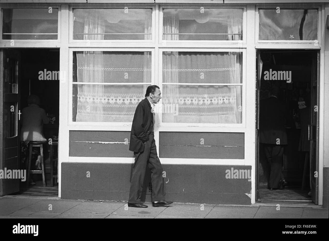 archive-image-of-a-man-walking-between-two-entrances-of-a-pub-lambeth-FX6EWK.jpg