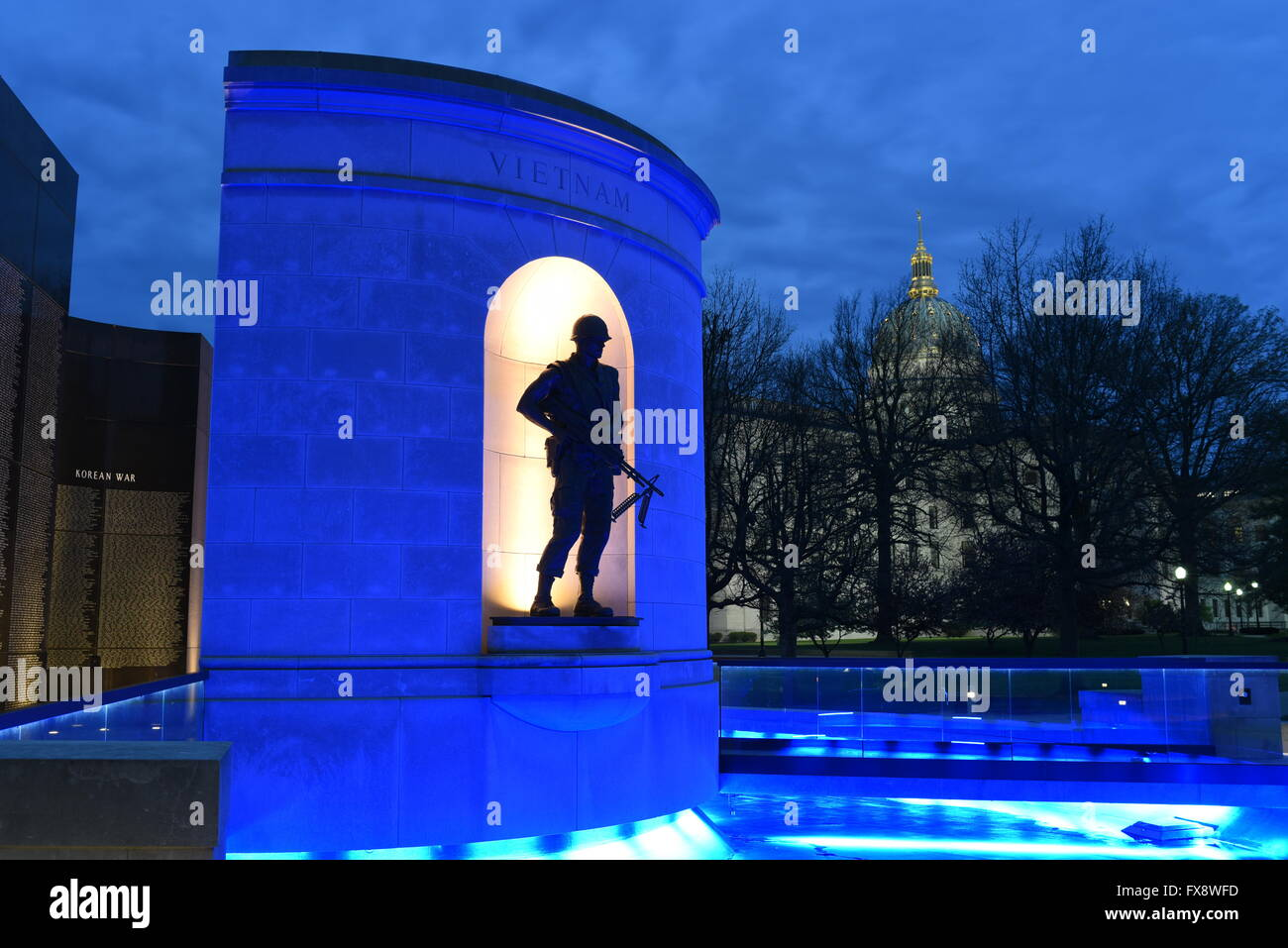 usa-west-virginia-wv-charleston-state-capitol-veterans-memorial-world-FX8WFD.jpg