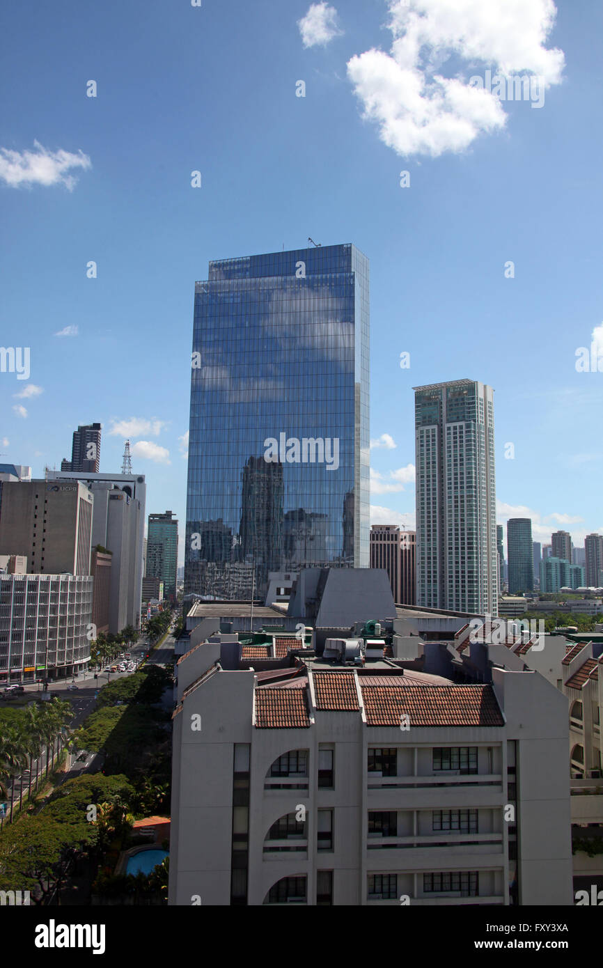 TALL BUILDING FROM PENINSULA HOTEL MANILA PHILIPPINES ASIA 18 April 2015 - Stock Image