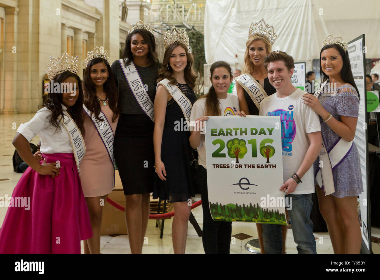 Washington DC, USA. 22nd Apr, 2016. NASA celebrates Earth day with the public in the Main Hall of Union Station - Stock Image