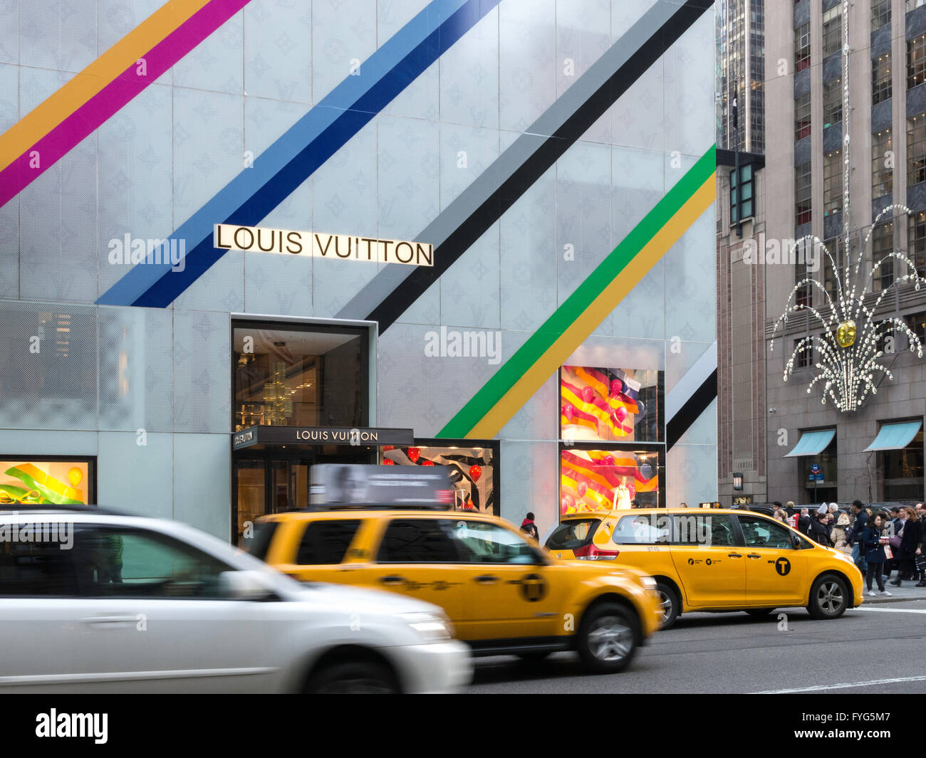 Louis Vuitton Store Facade With Holiday Decorations Nyc Stock Photo