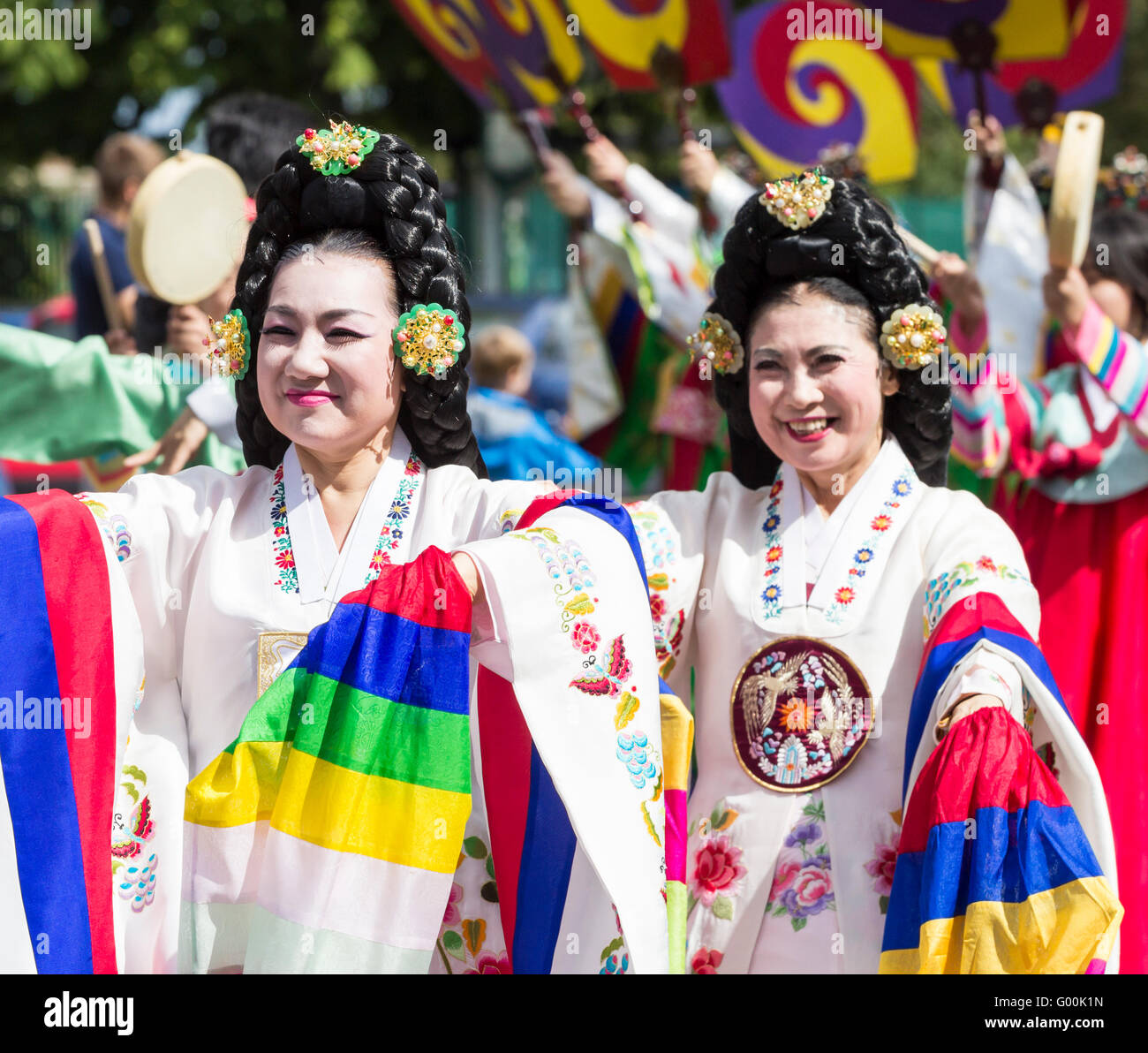 Dancers from South Korea in traditional costume. - Stock Image