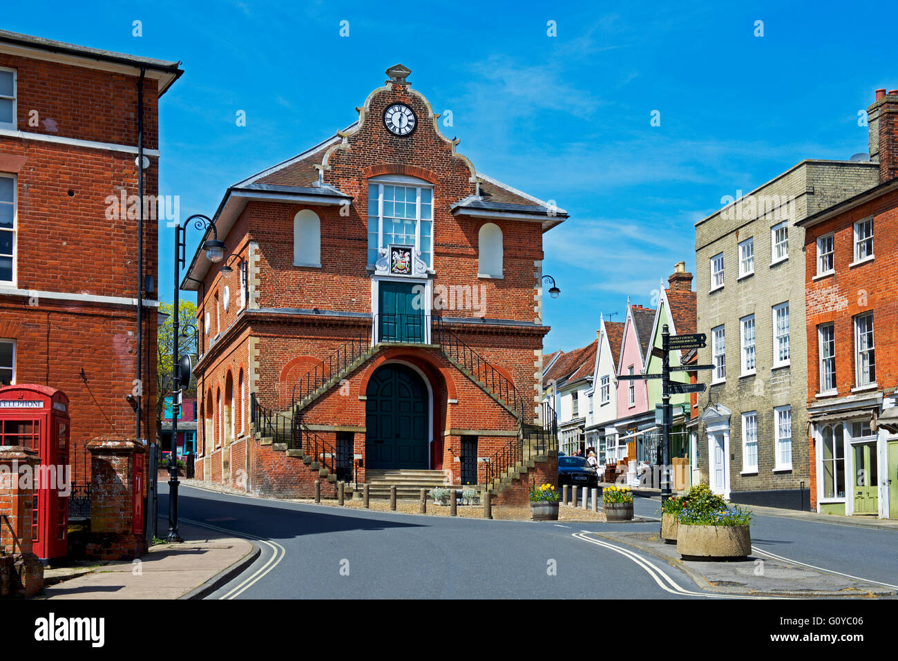 shire-hall-and-market-square-woodbridge-suffolk-england-uk-G0YC06.jpg