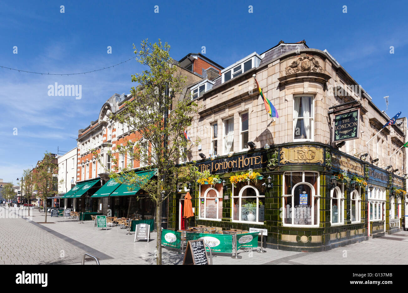The London Hotel pub and Oxford Street in Southampton, Hampshire, UK - Stock Image