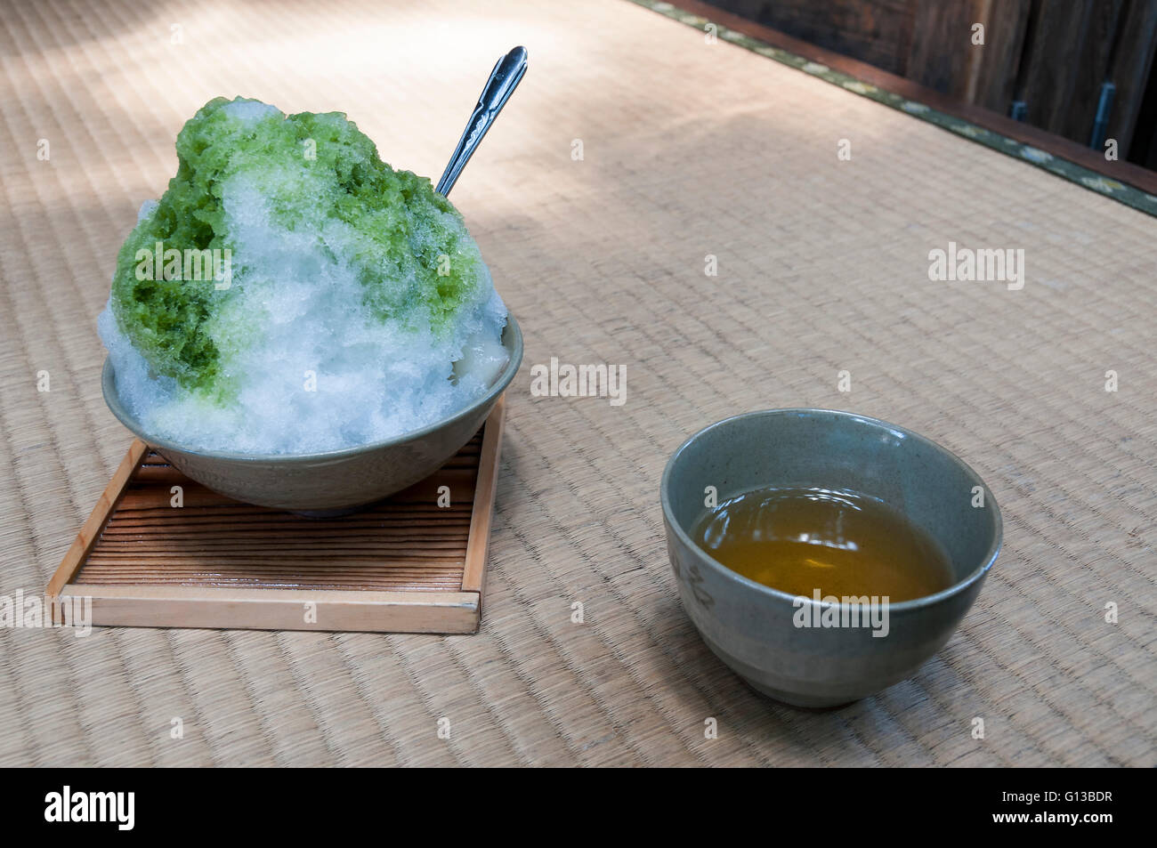 Japanese dessert - snow with matcha tea on a rice tatami - Stock Image