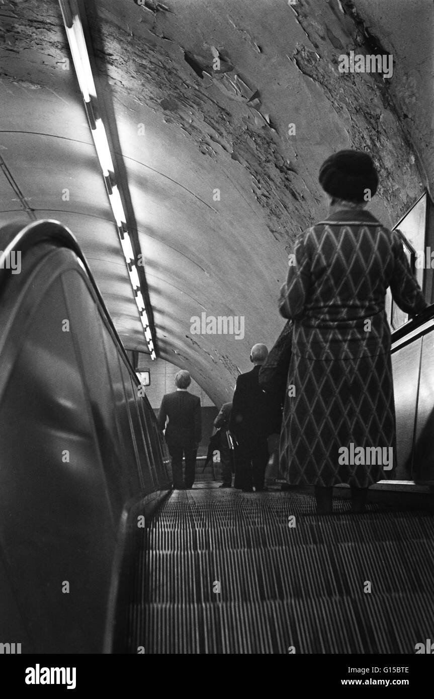 Archive image of commuters on a Northern Line escalator, London Underground, London, England, 1979 Stock Photo