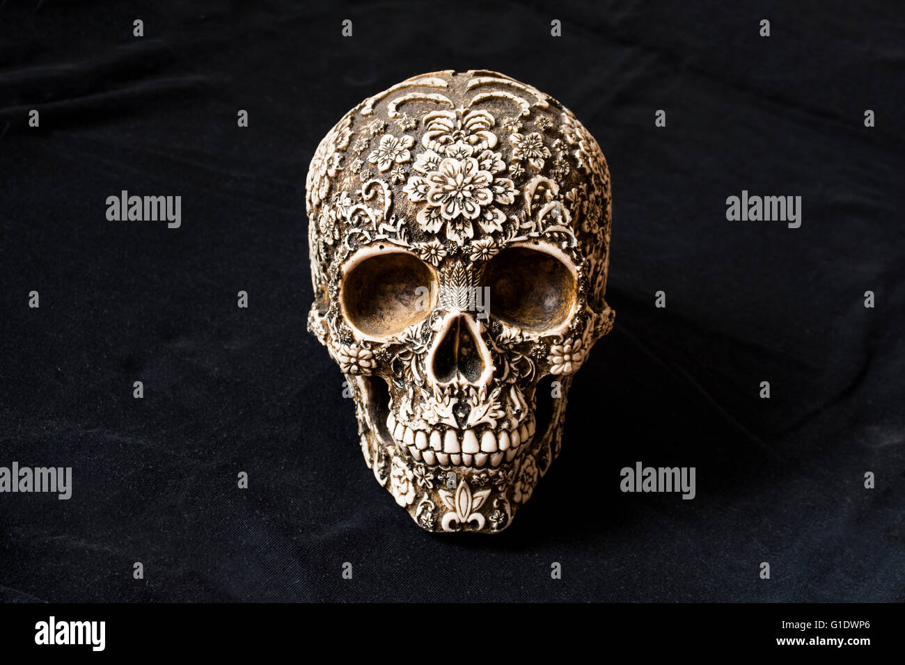 Artisan model of a decorated skull used for 'Dia de Muertos' Representation of the death or 'Parca', - Stock Image