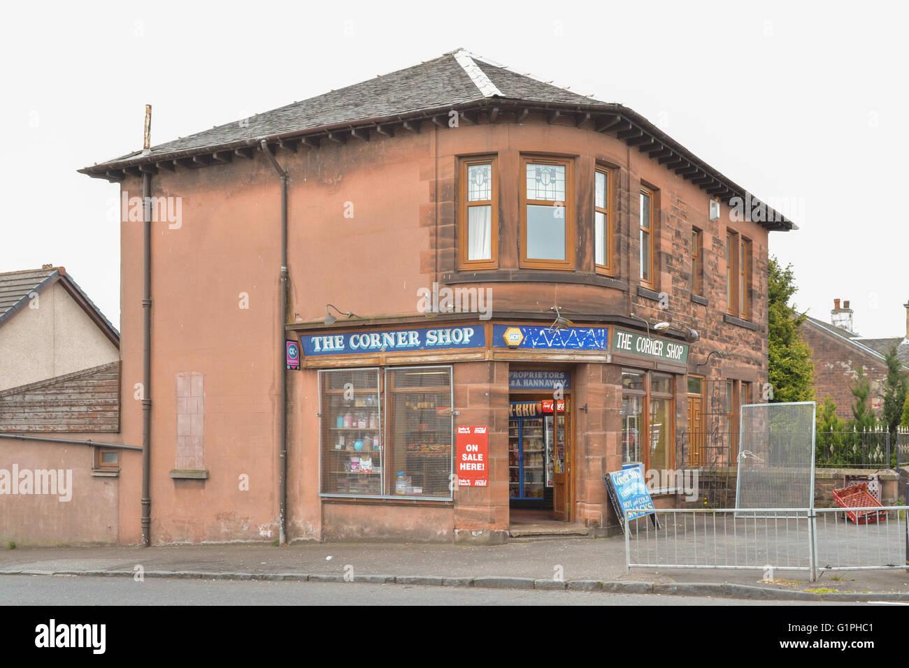 Traditional corner shop in Coatbridge, Scotland, UK - Stock Image