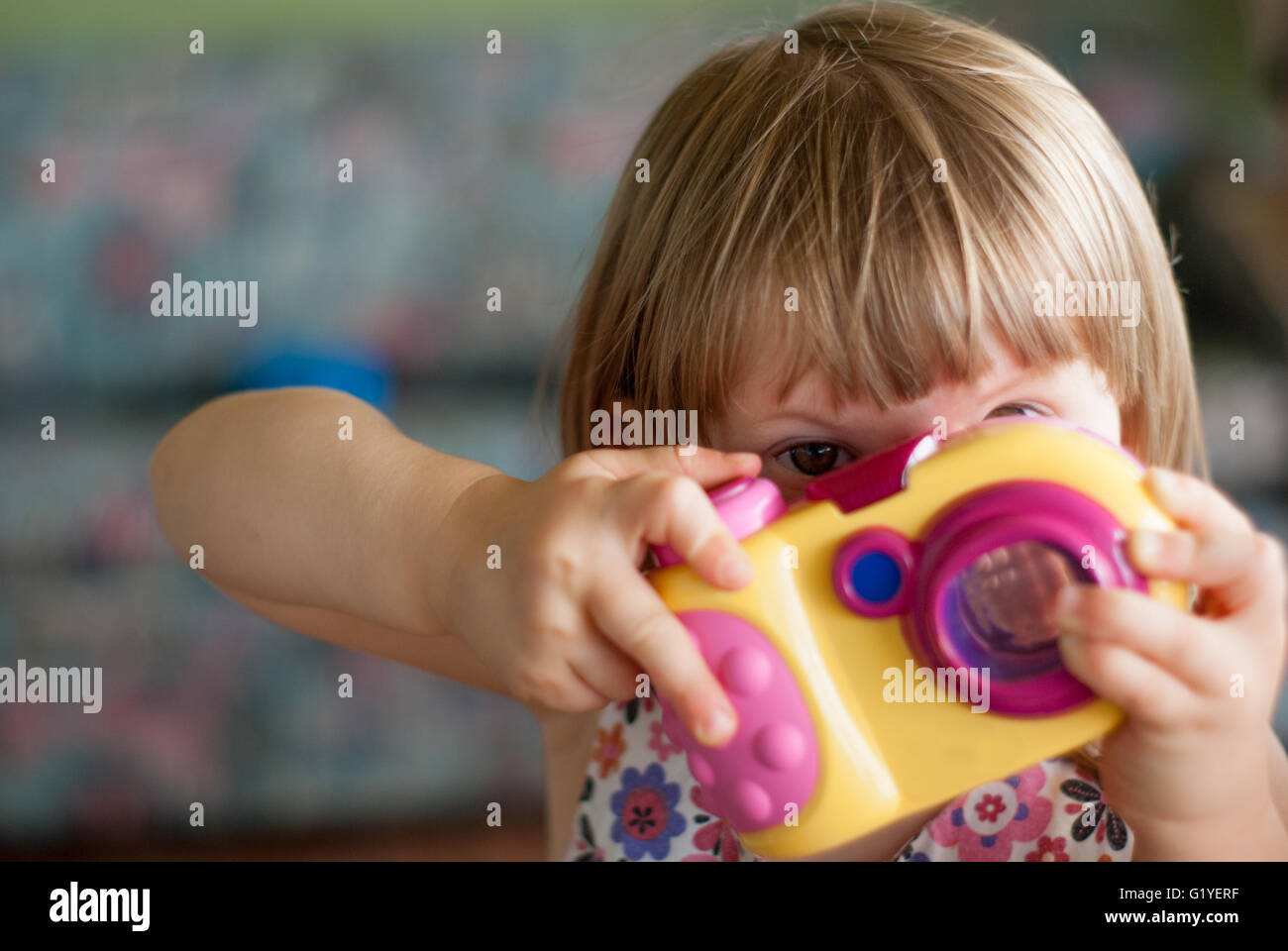 https://c7.alamy.com/comp/G1YERF/little-girl-child-playing-with-camera-taking-a-photo-G1YERF.jpg