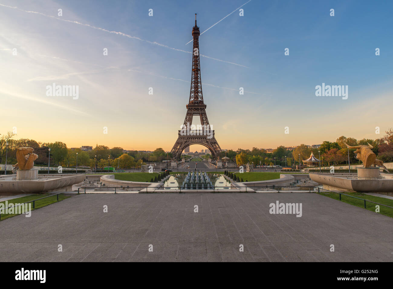 Sunrise with the Eiffel Tower in Paris, France - Stock Image