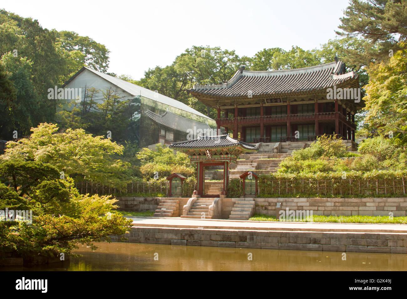 Seoul, South Korea- May 21, 2015: Secret Garden of Changdeokgung ...