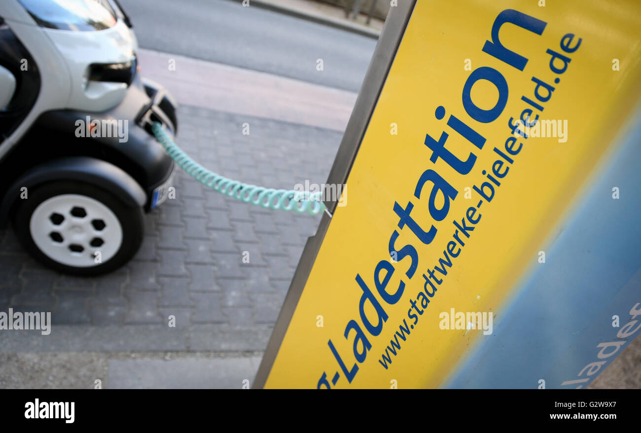 Bielefeld, Germany. 12th May, 2016. An electricity powered car is being recharged at a charging station in Bielefeld, - Stock Image