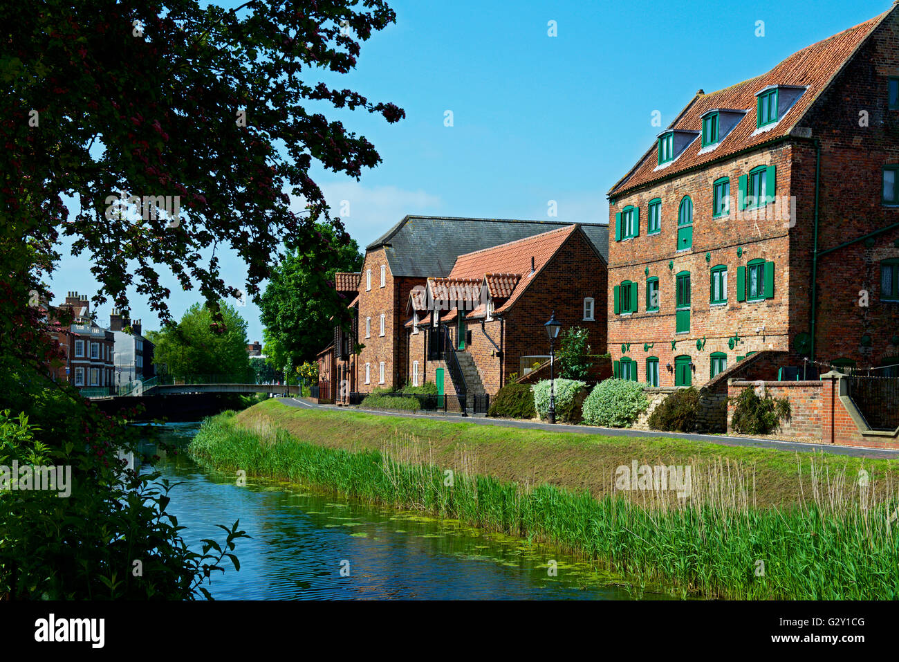 the-river-welland-in-spalding-lincolnshire-england-uk-G2Y1CG.jpg