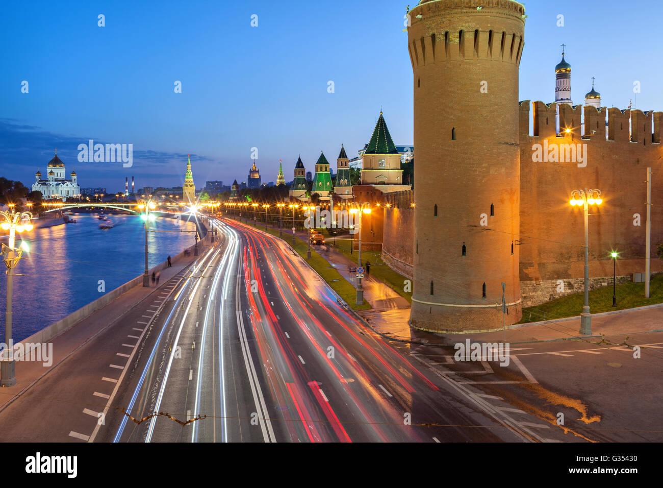 Kremlevskaya naberezhnaya and Kremlin wall in the evening, Moscow, Russia - Stock Image