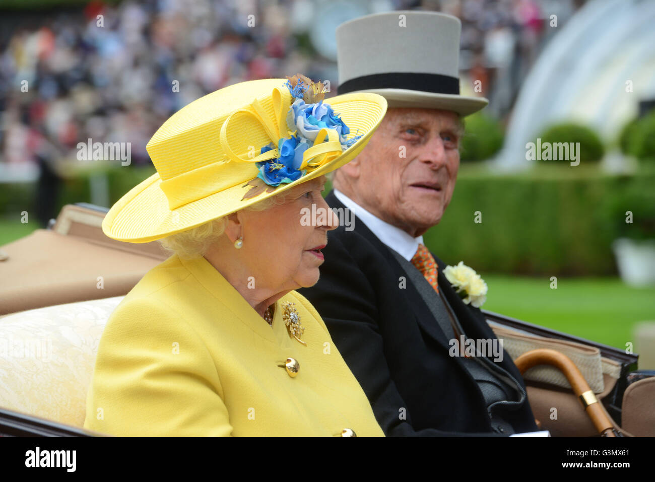 Ascot, Berkshire, UK. 14th June, 2016. HM Queen and Prince Philip arrive at Royal Ascot Racecourse 14 June 2016 Stock Photo