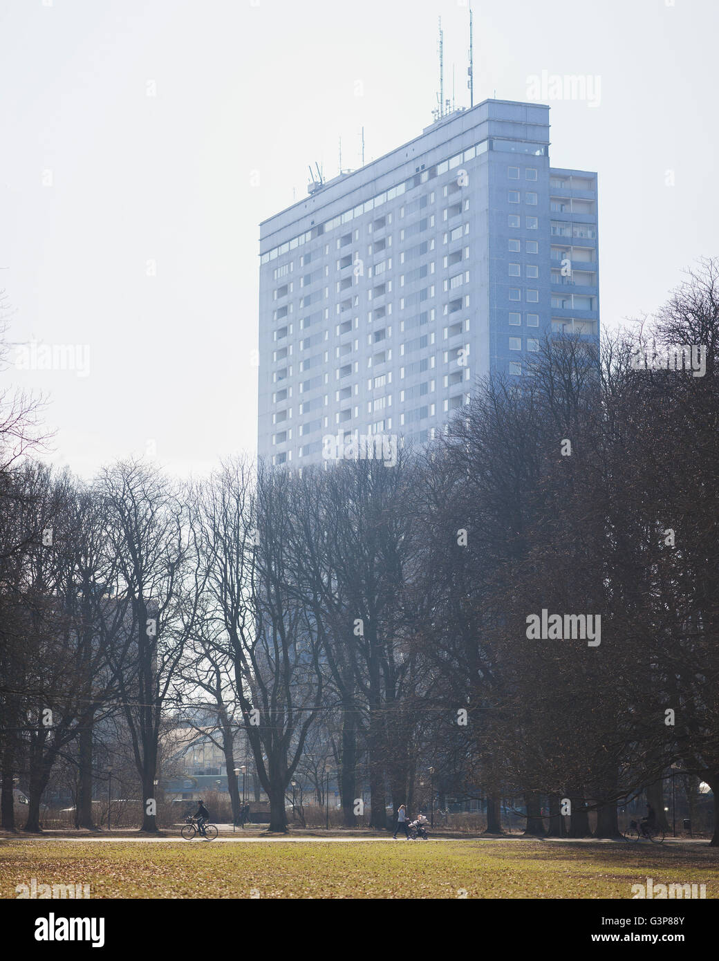 Sweden, Skane, Malmo, Park with tall building in background - Stock Image