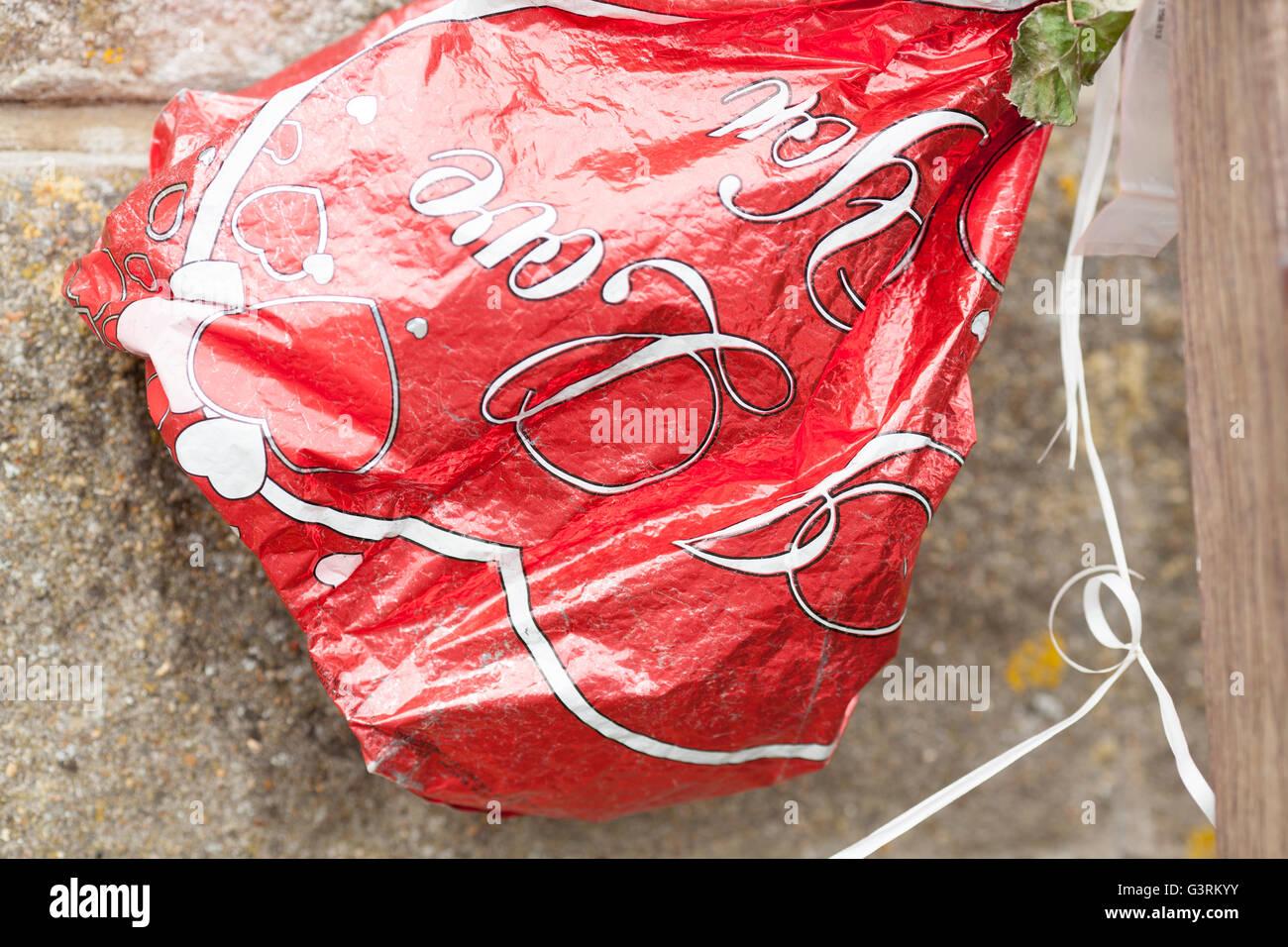 Deflated love heart balloon - Stock Image