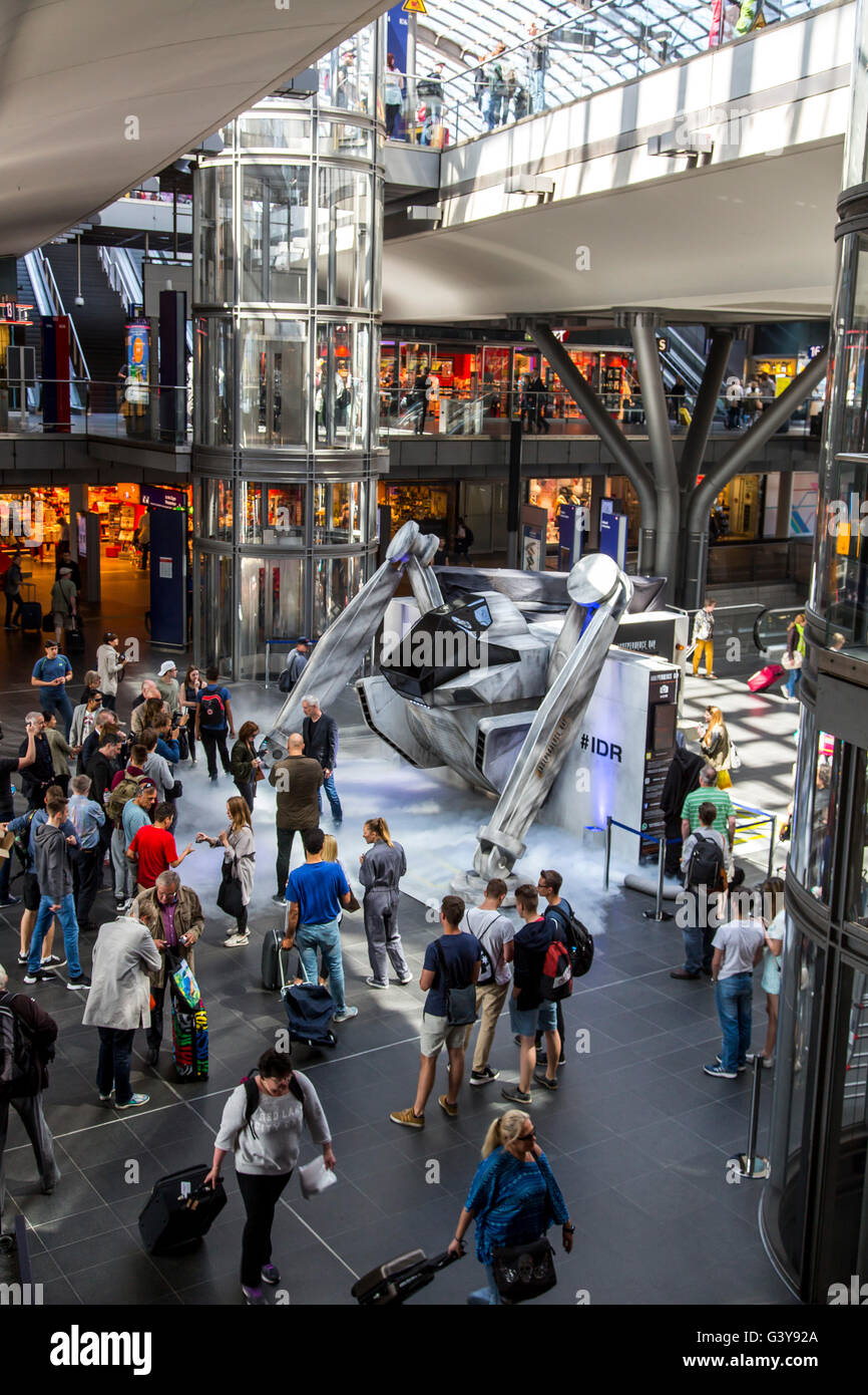 Promotion campaign for the new independence day 2 movie at Hauptbahnhof in Berlin, Germany - Stock Image