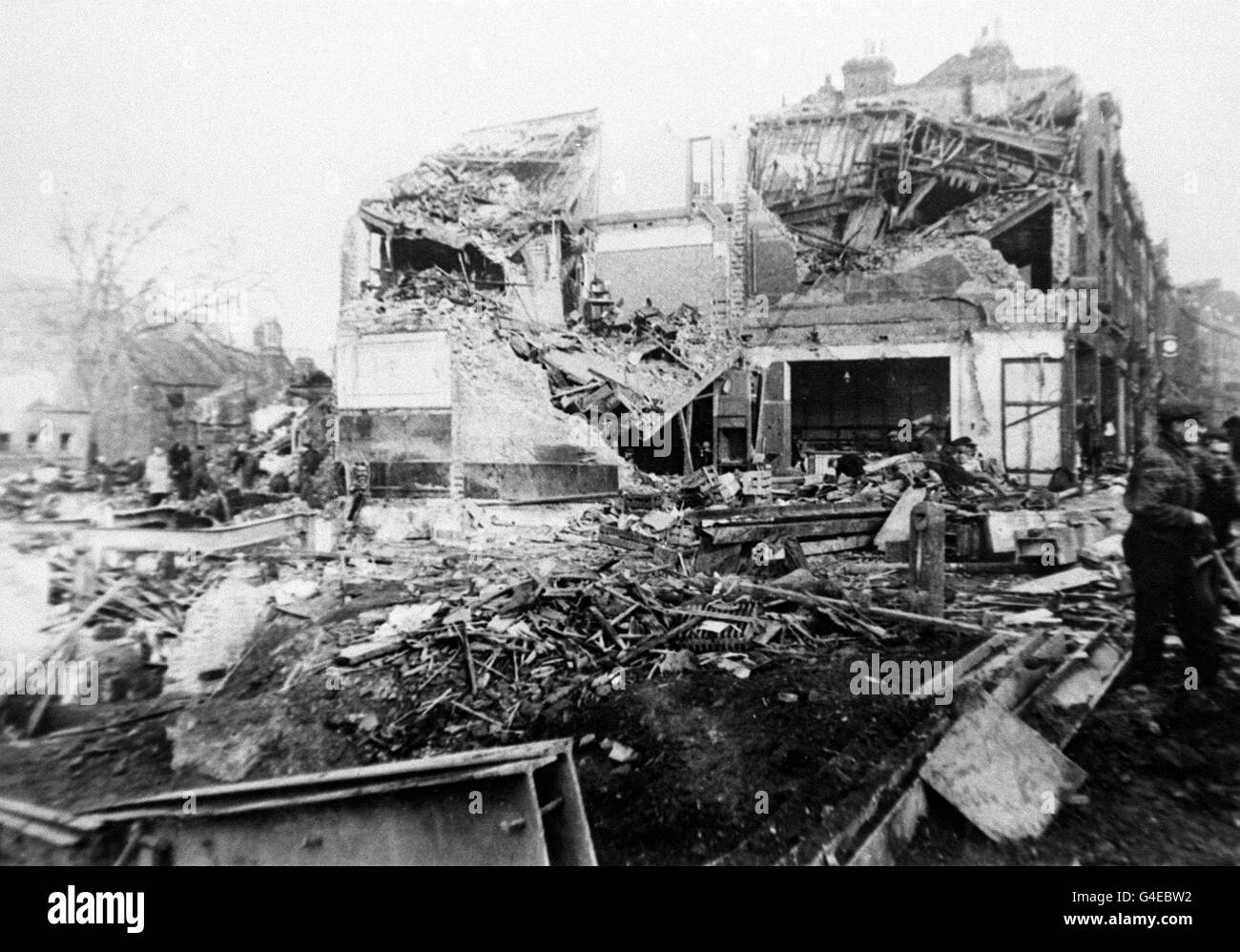 PA NEWS PHOTO NOVEMBER 1944 SCENE OF DEVASTATION AFTER A GERMAN V2 ROCKET FELL ON WOOLWORTHS AND OTHER STORES IN Stock Photo