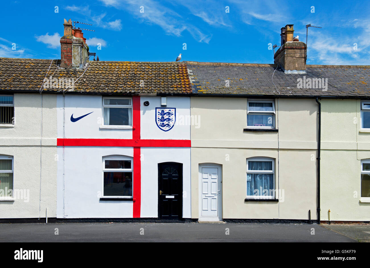 terraced-house-in-fleetwood-lancashire-painted-to-resemble-the-flag-G5KF79.jpg