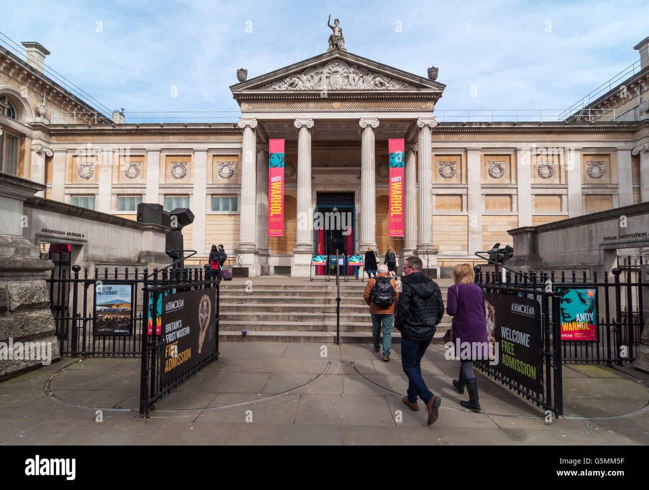 front-entrance-of-the-ashmolean-museum-oxford-united-kingdom-G5MM5F.jpg