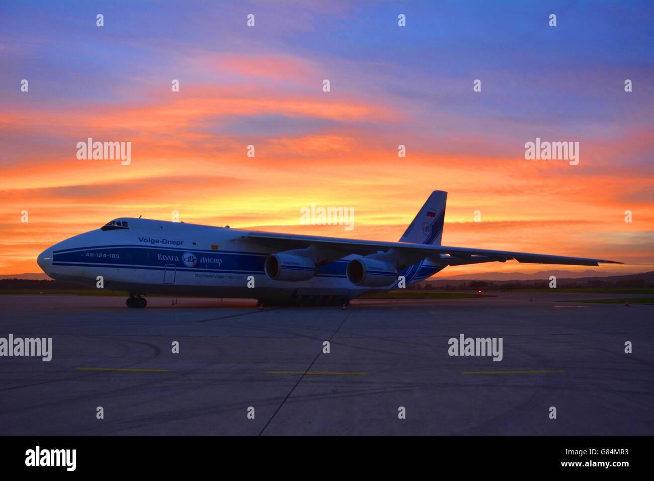 Burning sky backing an Antonov An124 - Stock Image