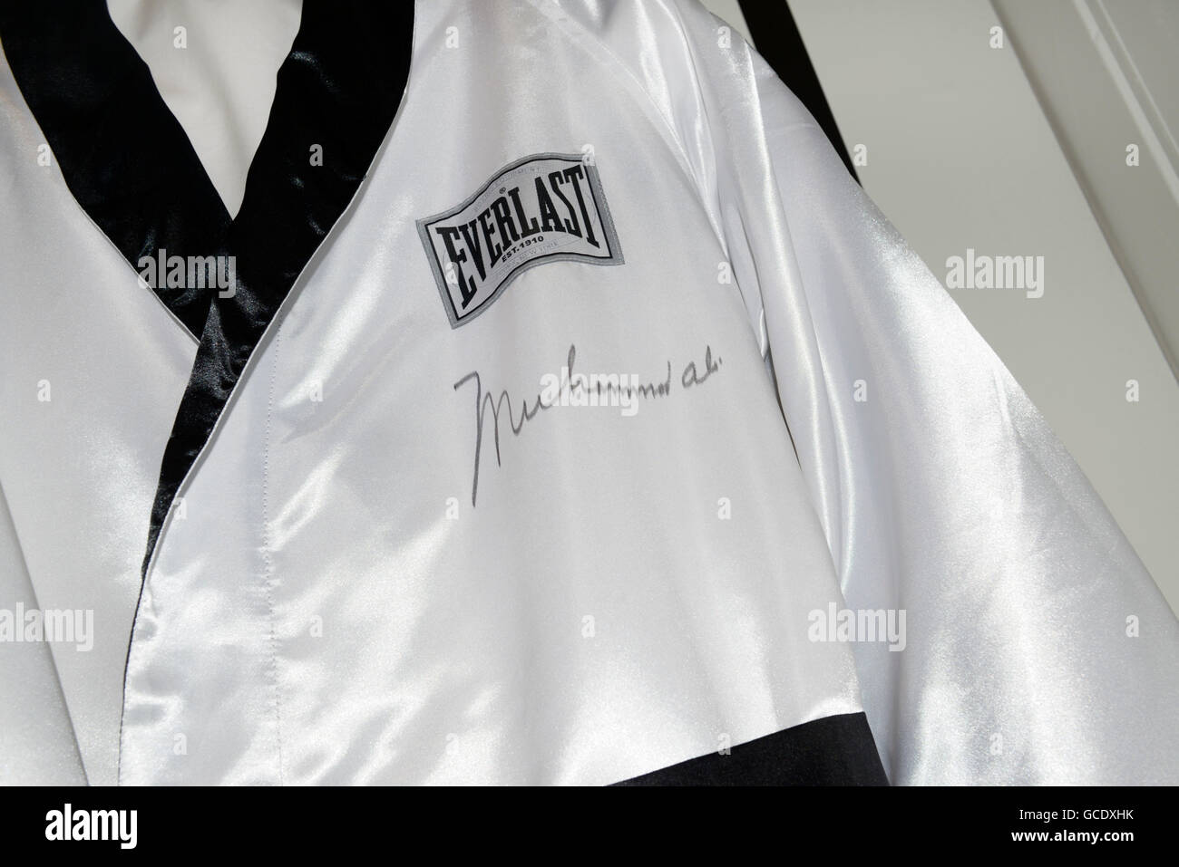 Boxing robe worn by and then signed by Muhammad Ali - Stock Image