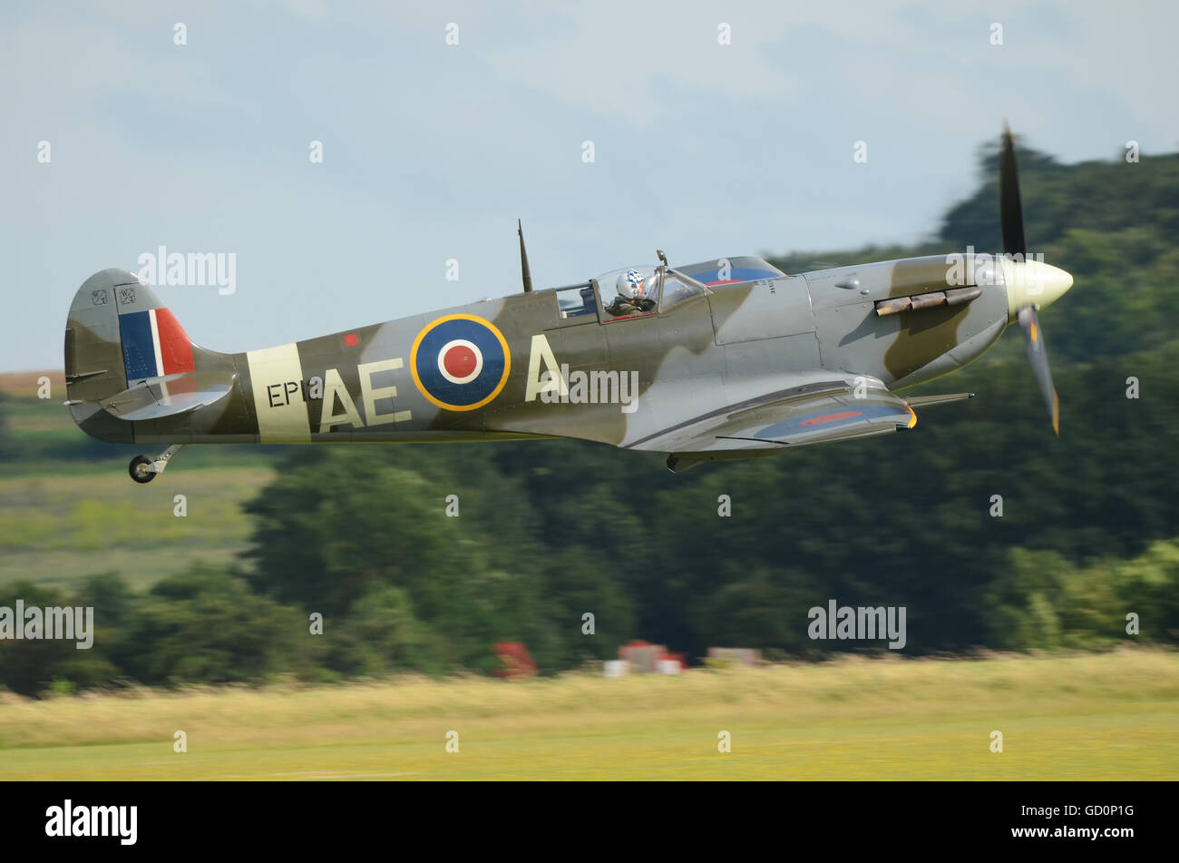 spitfire-lfvb-taking-off-during-iwm-duxfordthe-flying-legends-airshow-GD0P1G.jpg