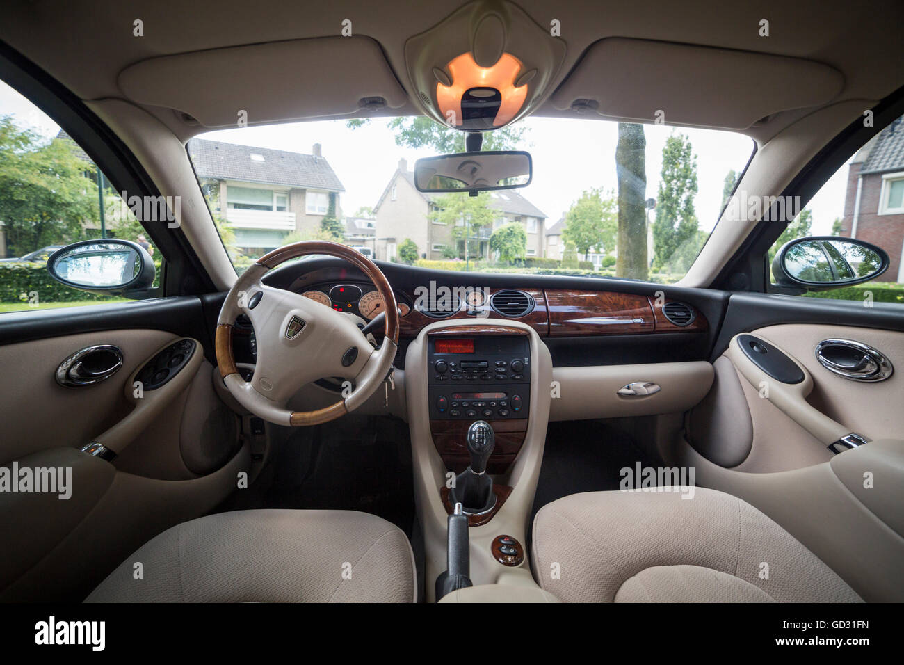 rover 75 car interior color green with a walnut dashboard stock photo 111319817 alamy. Black Bedroom Furniture Sets. Home Design Ideas
