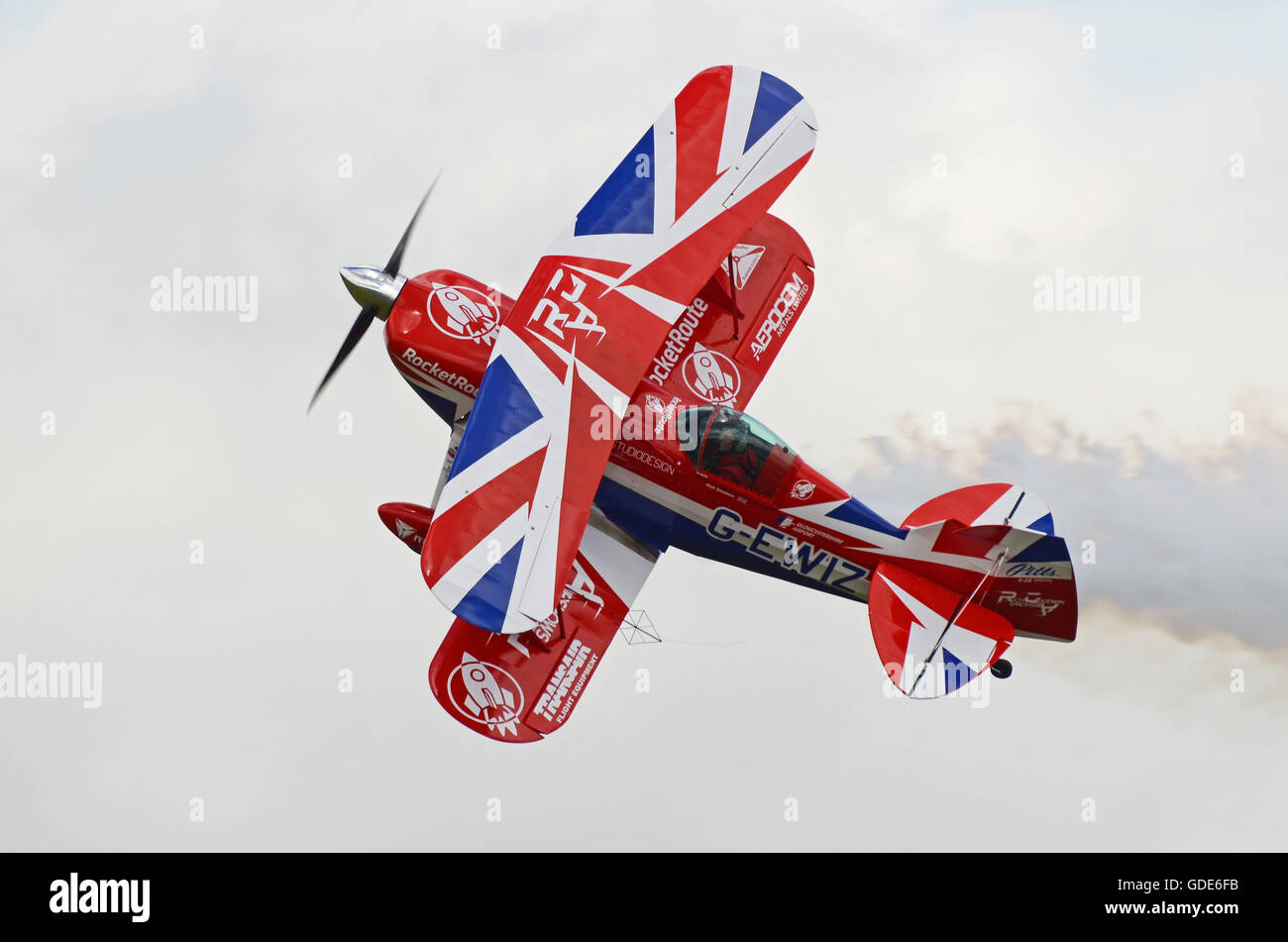 farnborough-airshow-2016-richard-goodwin-flying-pitts-special-plane-GDE6FB.jpg