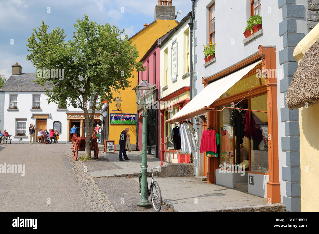 view-of-bunratty-castle-folk-park-in-county-clare-republic-of-ireland-GEHBCH.jpg