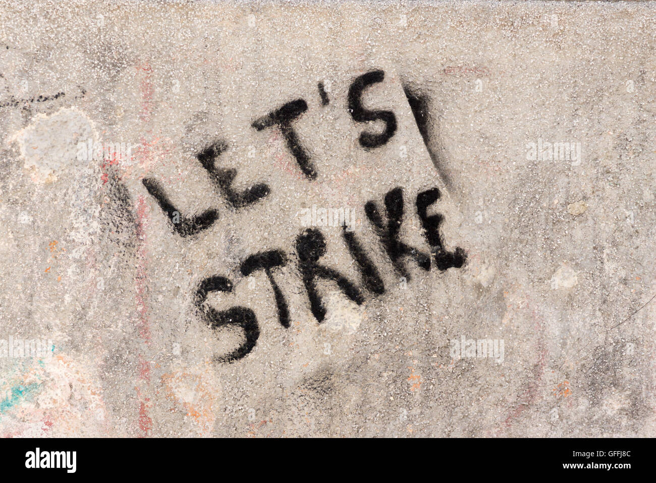 graffiti-on-a-wall-in-venice-lets-strike
