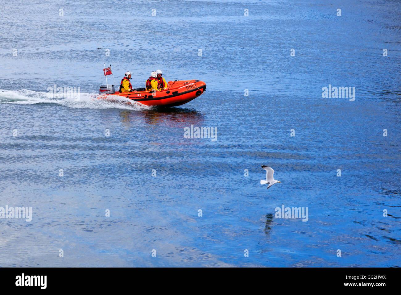 rnli-inshore-rescue-boat-in-whitby-harbo