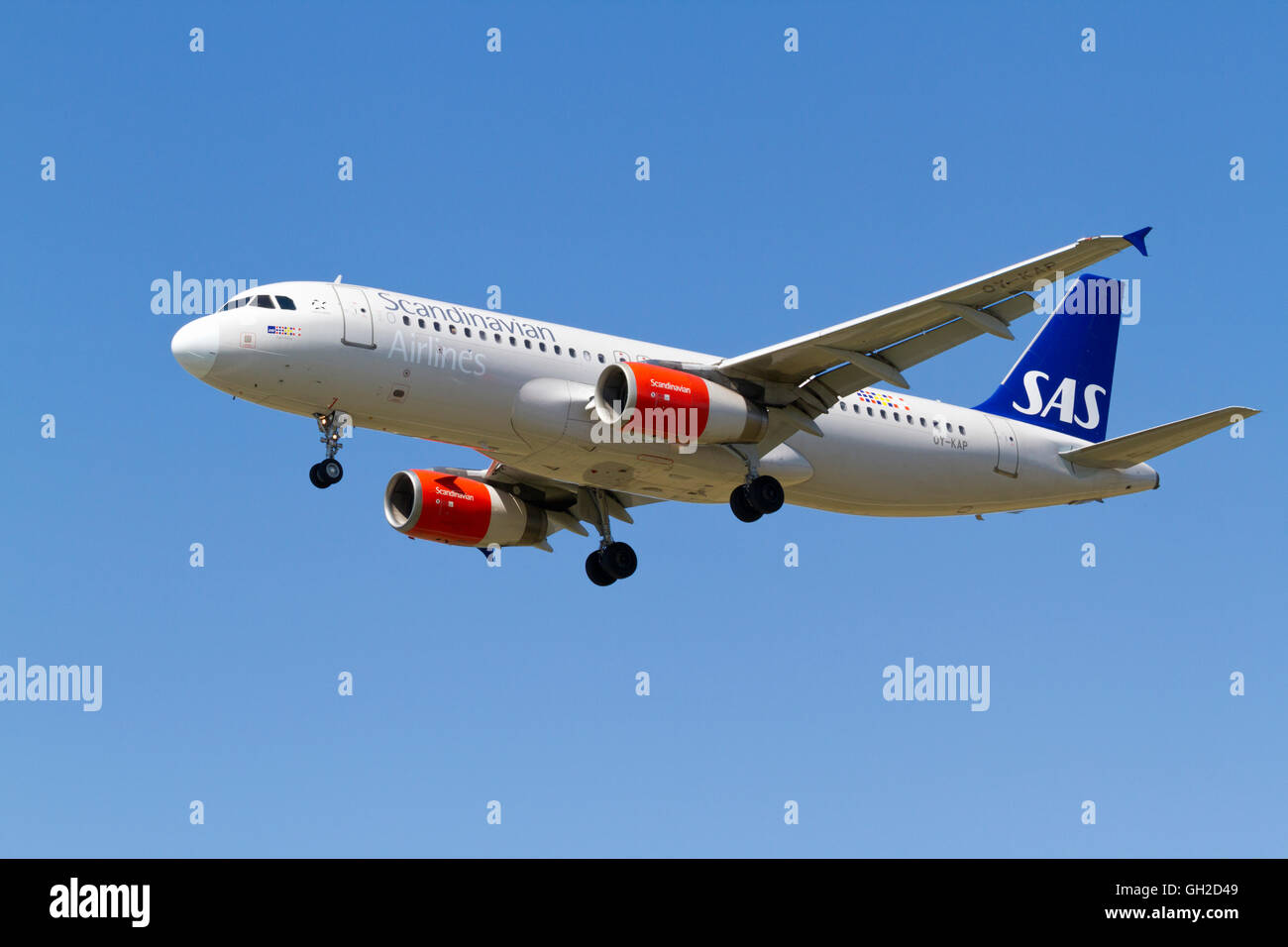 sas-scandinavian-airlines-airbus-a320-oy