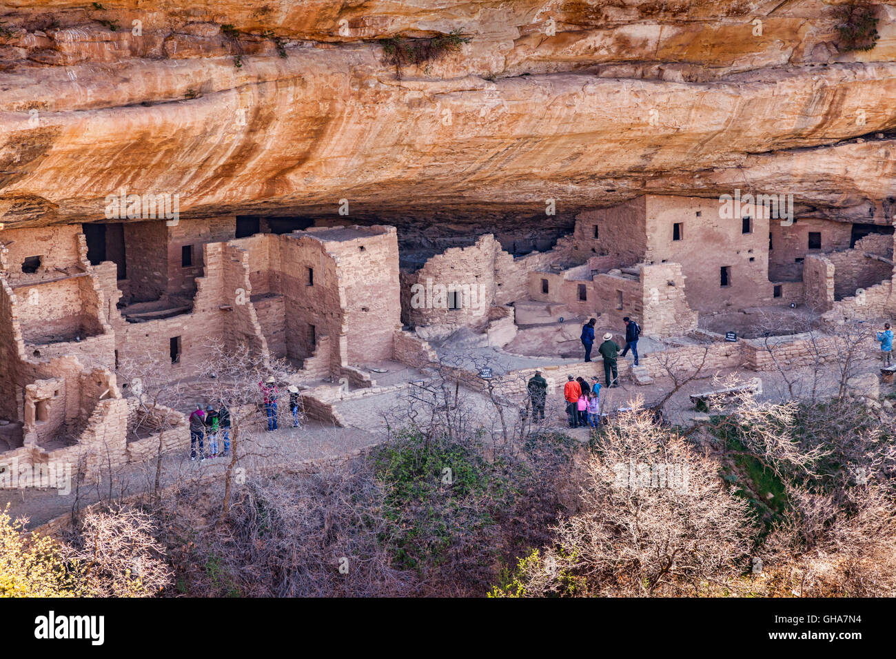 Visitors at Spruce House a cliff dwelling in Mesa Verde National Park, Colorado, USA - Stock Image