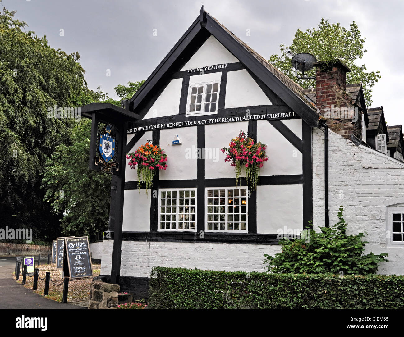 GoTonySmith,@HotpixUK,Tony,Smith,UK,GB,Great,Britain,United,Kingdom,English,British,England,problem,with,problem with,issue with,Buy Pictures of,Buy Images Of,Images of,Stock Images,Tony Smith,United Kingdom,Great Britain,British Isles,Thelwall,North West England,timber frame,timber frames,In the year 920,King Edward the Elder,founded a city here,In the year 920 King Edward the Elder founded a,Thelewell,Thelwal,18th Century Inn,Inn,Real Ale,CAMRA,16th century