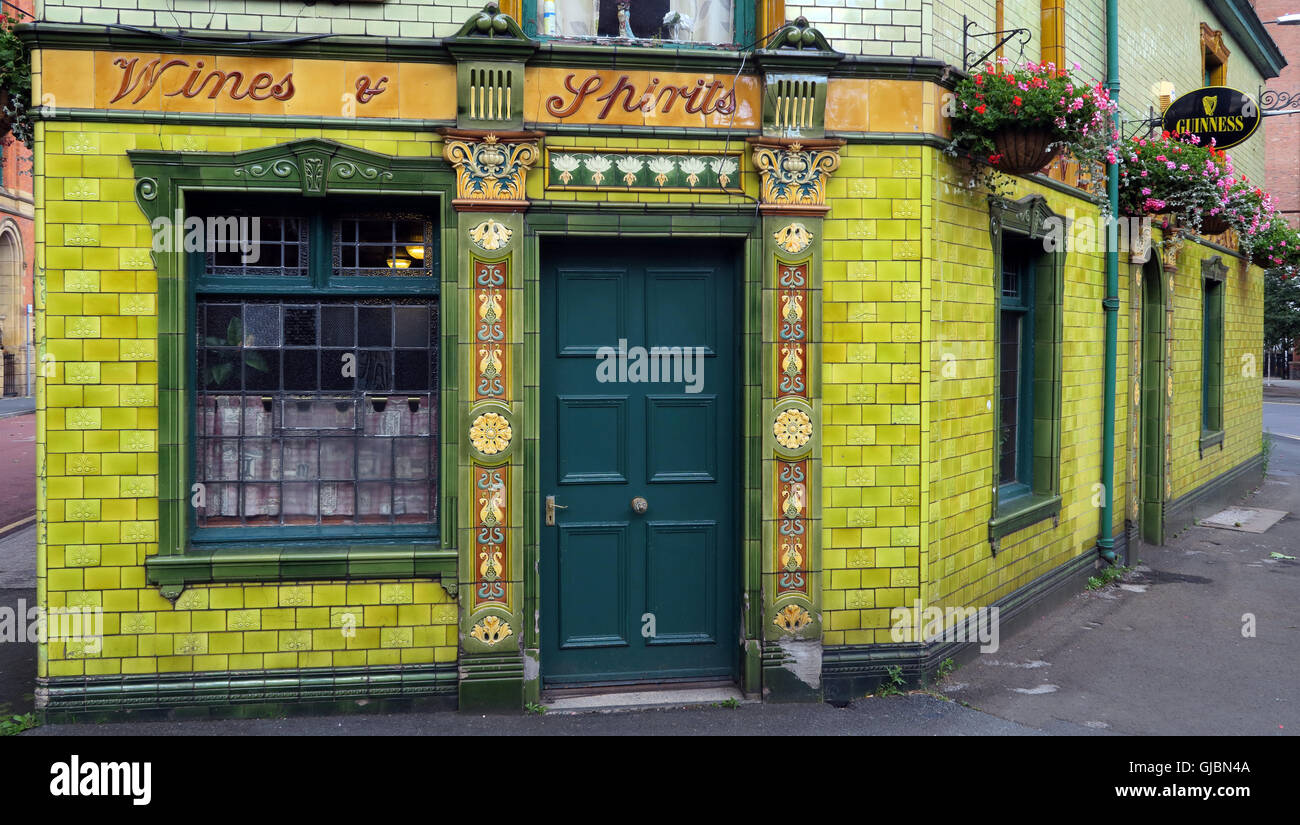 yellow,real,ale,CAMRA,beer,bar,bars,green-tiled,outside,wall,walls,boozer,Pev,pint,drink,drinking,gem,quirky,Stagecoach,to,luton,M1 5JQ,Tiled Frontage,The Pev,GoTonySmith,@HotpixUK,UK,GB,English,England,problem with,issue with,Buy Pictures of,Buy Images Of,Images of,Stock Images,Great Britain