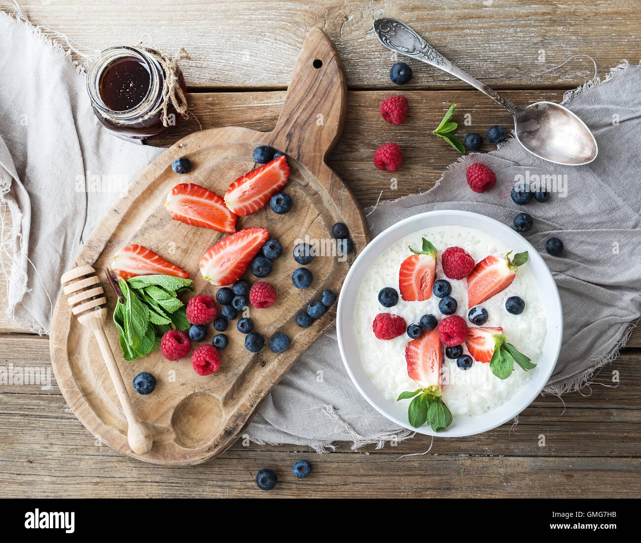 Healthy breakfast set. Rice cereal or porridge with berries and honey - Stock Image