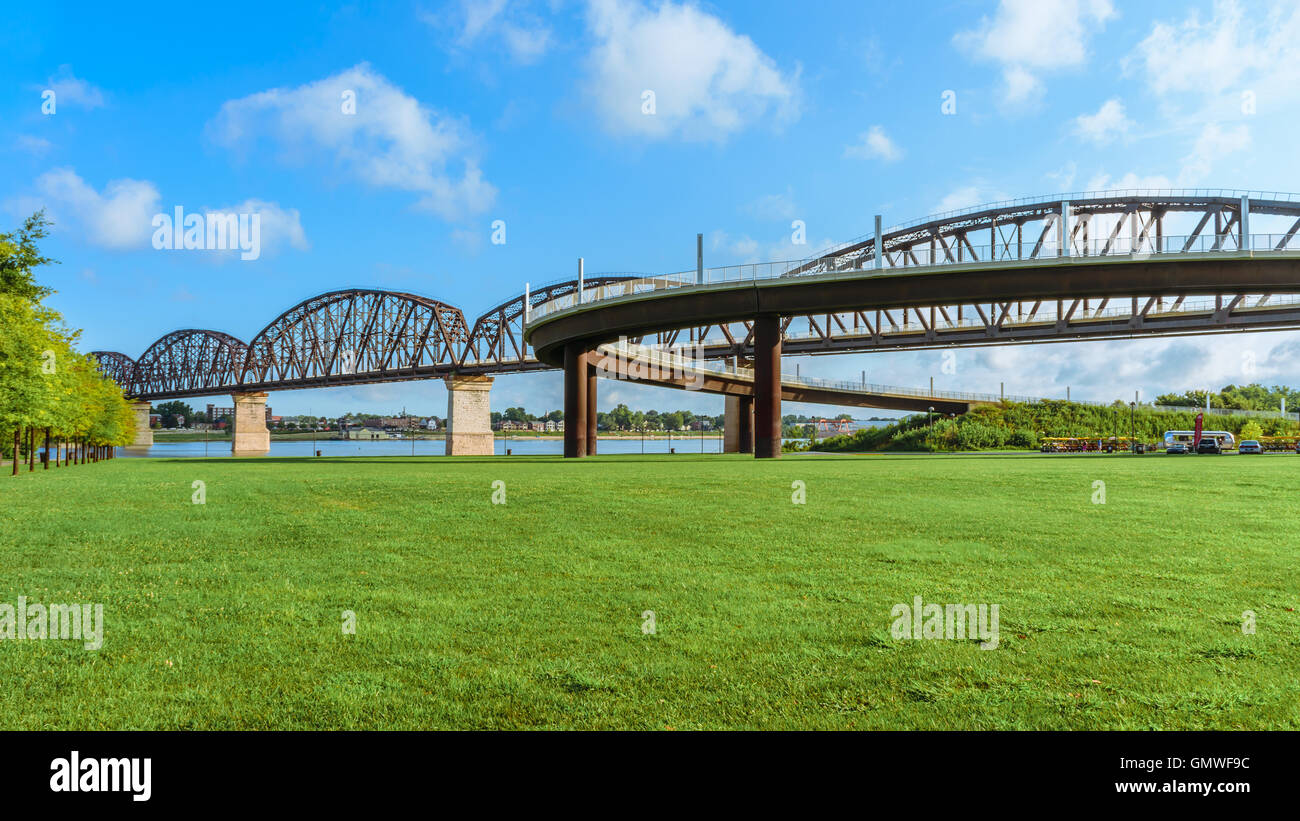 The Big Four pedestrian bridge spans the Ohio River from Louisville KY to Jeffersonville Indiana. - Stock Image