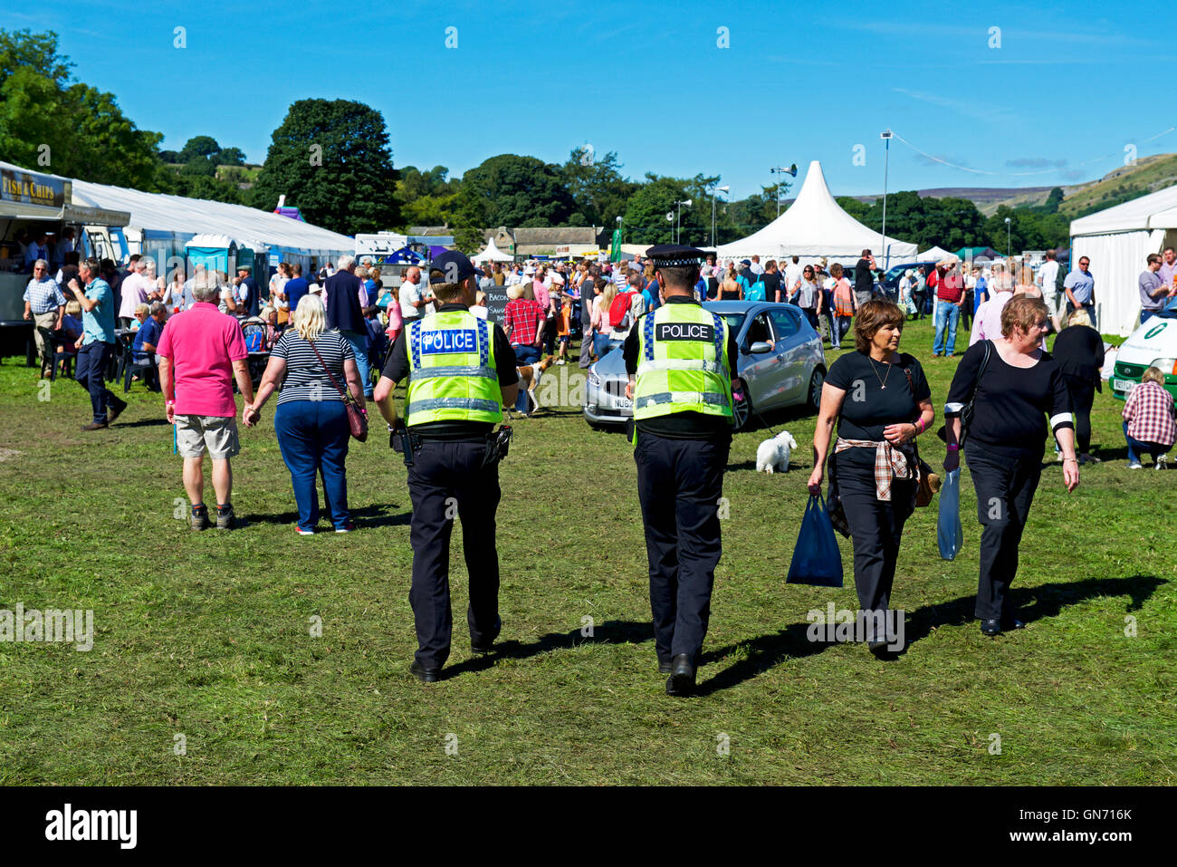 police-officers-at-reeth-show-swaledale-yorkshire-dales-national-park-GN716K.jpg