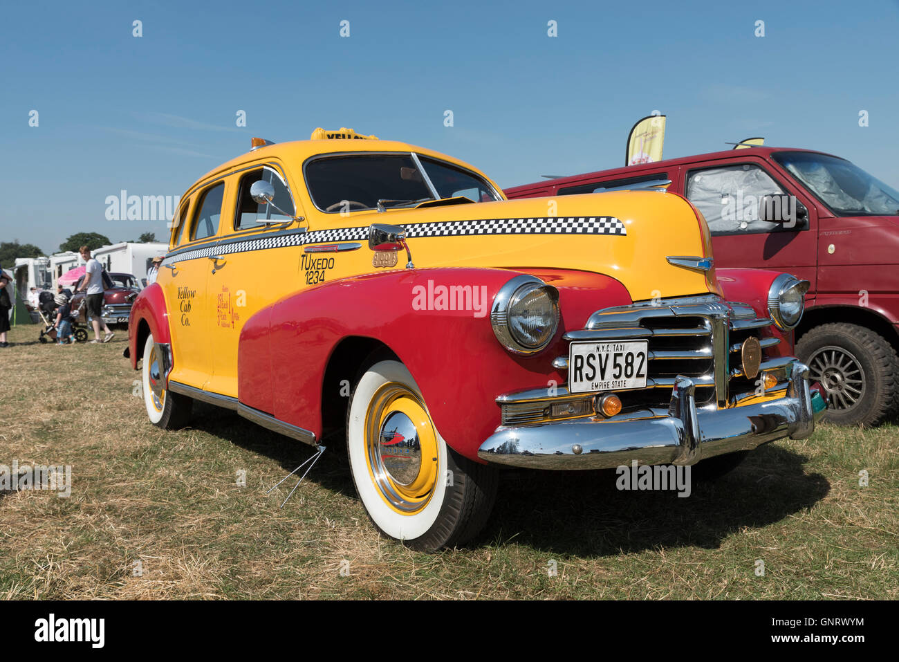 old-new-york-yellow-taxi-cab-at-steam-rally-and-country-fair-stow-GNRWYM.jpg