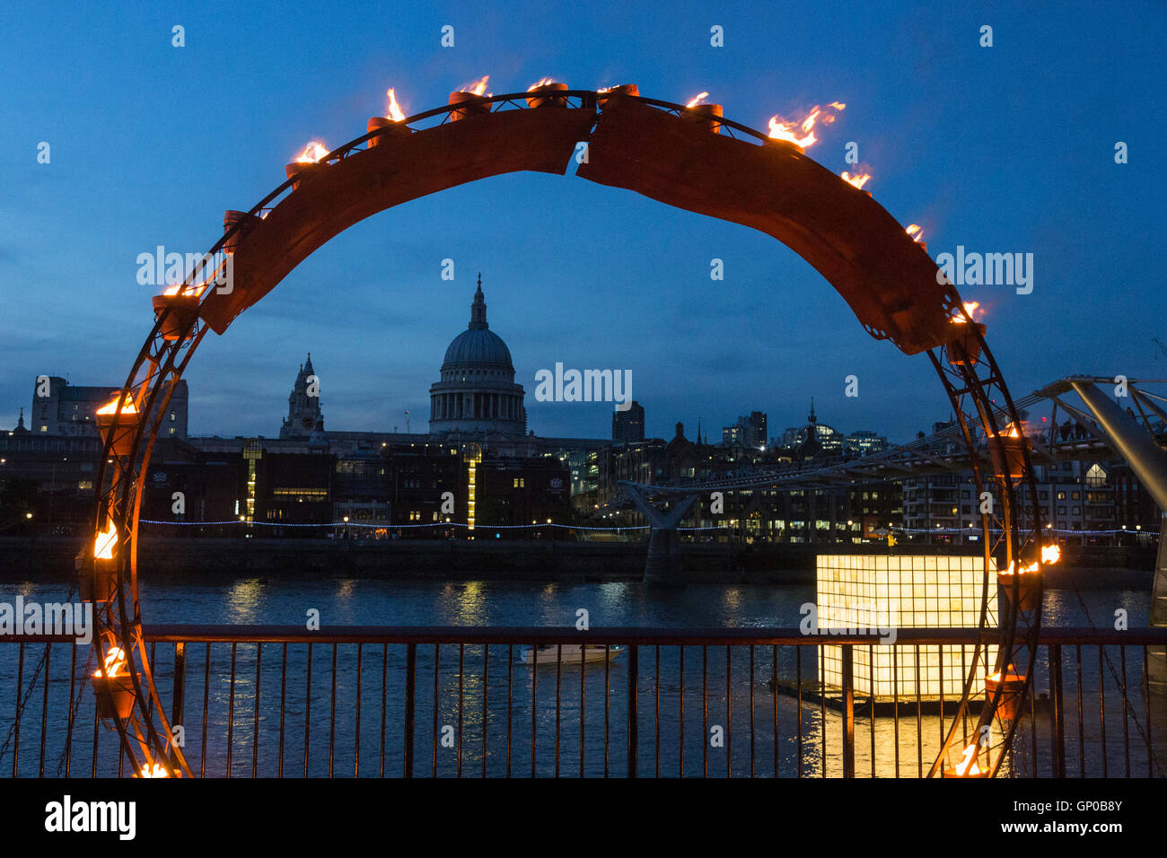 london-uk-installations-are-lit-on-bankside-of-the-river-thames-allowing-GP0B8Y.jpg