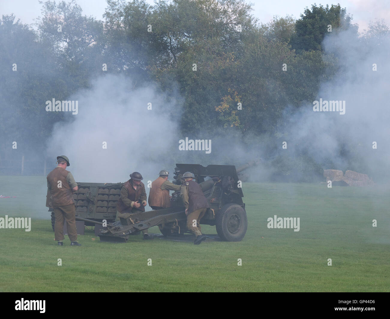 World war two firing during a demonstration at Rufford Abbey - Stock Image