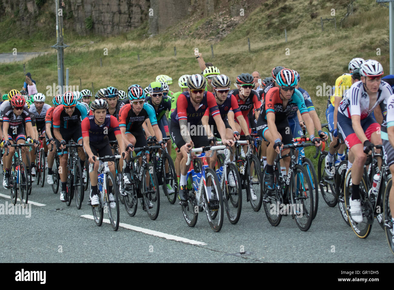Cheshire, UK. 6th September, 2016. The peloton during the climb to the Cat and Fiddle, containing Sir Bradley Wiggins Stock Photo