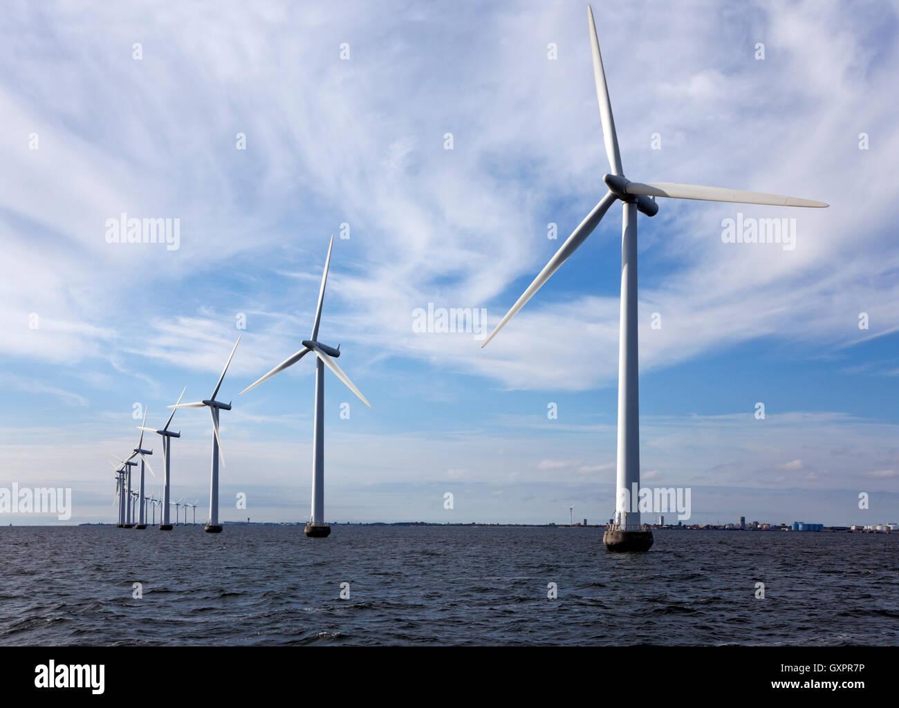 middelgrunden-offshore-wind-farm-outside-copenhagen-harbour-denmark-GXPR7P.jpg
