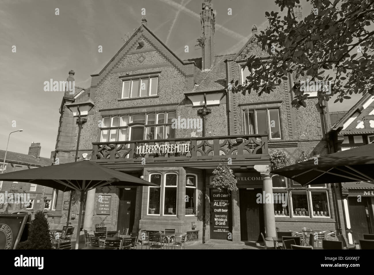 Building,wooden,tudor,architecture,Mulberry,Tap,pubs,bar,bars,south,Warrington,Public,house,Cheshire,England,UK,Victoria,Square,Sq,black,white,mono,monochrome,Mulberry Tap,Mulberry Tree,Stockton Heath,South Warrington,Victoria Square,Victoria Sq,GoTonySmith,@HotpixUK,Tony,Smith,UK,GB,Great,Britain,United,Kingdom,English,British,England,Buy Pictures of,Buy Images Of,Images of,Stock Images,Tony Smith,United Kingdom,Great Britain,British Isles
