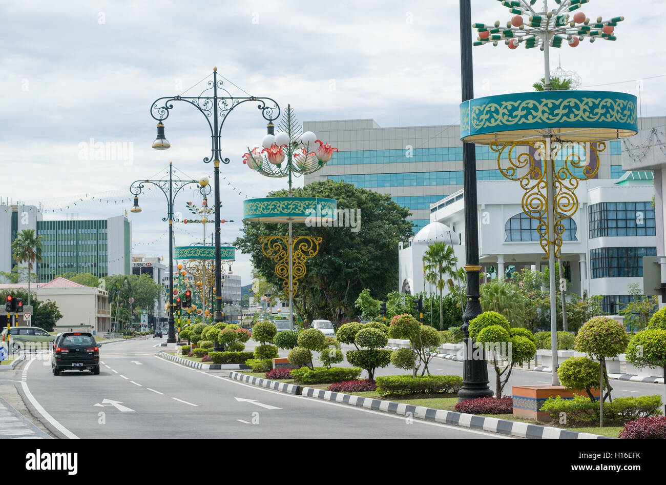 bandar-seri-begawan-with-beautiful-street-lamps-and-topiary-gardens-H16EFK.jpg