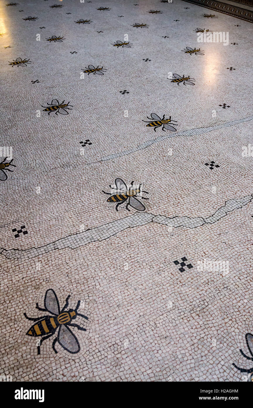 bee-mosaic-floor-manchester-town-hall-by-alfred-waterhouse-1868-1877-H2AGHM.jpg